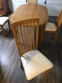 Oval solid oak  table with four chairs Abbotsford, V3G 1E2