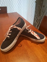 Girl size 4 - brand new Vans shoes Toronto, M5H
