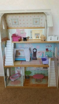 3 Story Doll House with Furniture Rio Rancho