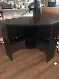 Black wooden corner desk Arlington, 22206