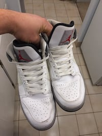 Pair of white-and-black nike sneakers 3750 km