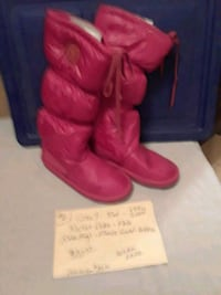 NEW, SIZE 9 RED TALL ROCKET DOGS  BOOTS VERY WARM