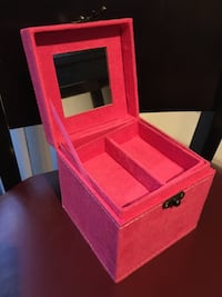 HOT PINK SUEDE jewelry box!brand new!! Great gift! Las Vegas, 89148