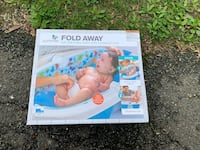 Summer Fold Away full-size baby bath with compact fold Springfield, 22151