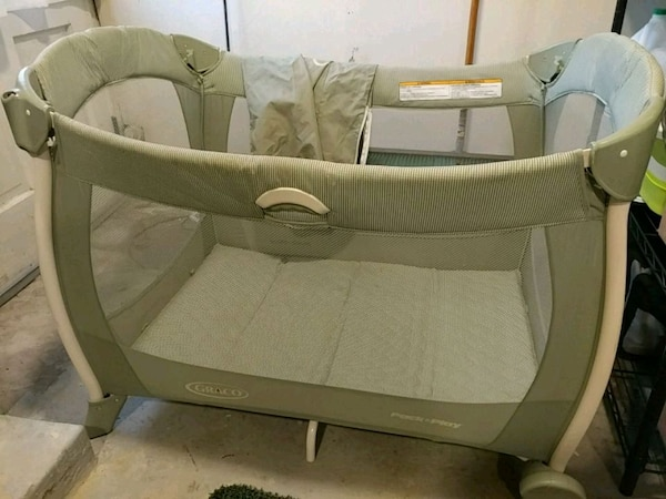 Graco Pack and Play excellent condition
