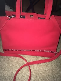 Women's Red Tommy Hilfiger Bag In Perfect Condition, Only Used One Time ! Hagerstown, 21740