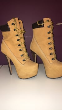 Pair of yellow heeled boots Port Coquitlam, V3B 2A3