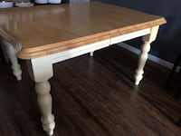 Kitchen table comes with leaf  Innisfil, L9S 1X5