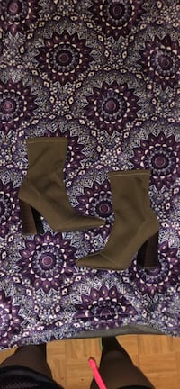women's pair of brown leather boots New York, 10026