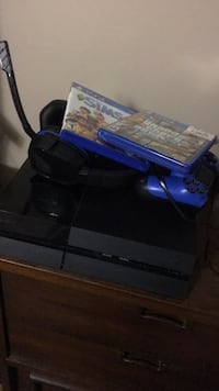 ps4 bundle headset sims  gta and controller all in excellent condition Bakersfield, 93308