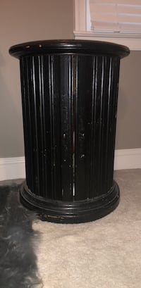 Round top side table Fairfax