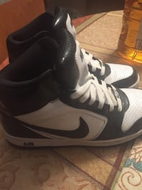 pair of black-and-white Nike basketball shoes Boonsboro, 21713