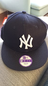 Svart og hvit New Era 9fifty New York logo brodert flat-surf cap Kristiansand S, 4621
