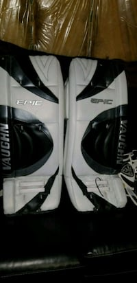 Brand new senior goal pads 1966 km