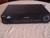 black and gray DVD player 536 km