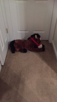 red and black horse plush toy Kenner, 70062