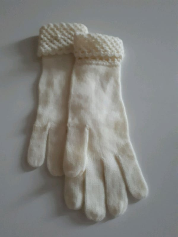Kids Gloves Different Sizes Available  eed6266f-c834-446e-85aa-2188a01316e1
