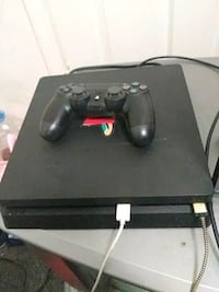 black Sony PS4 console with controller New Orleans, 70127
