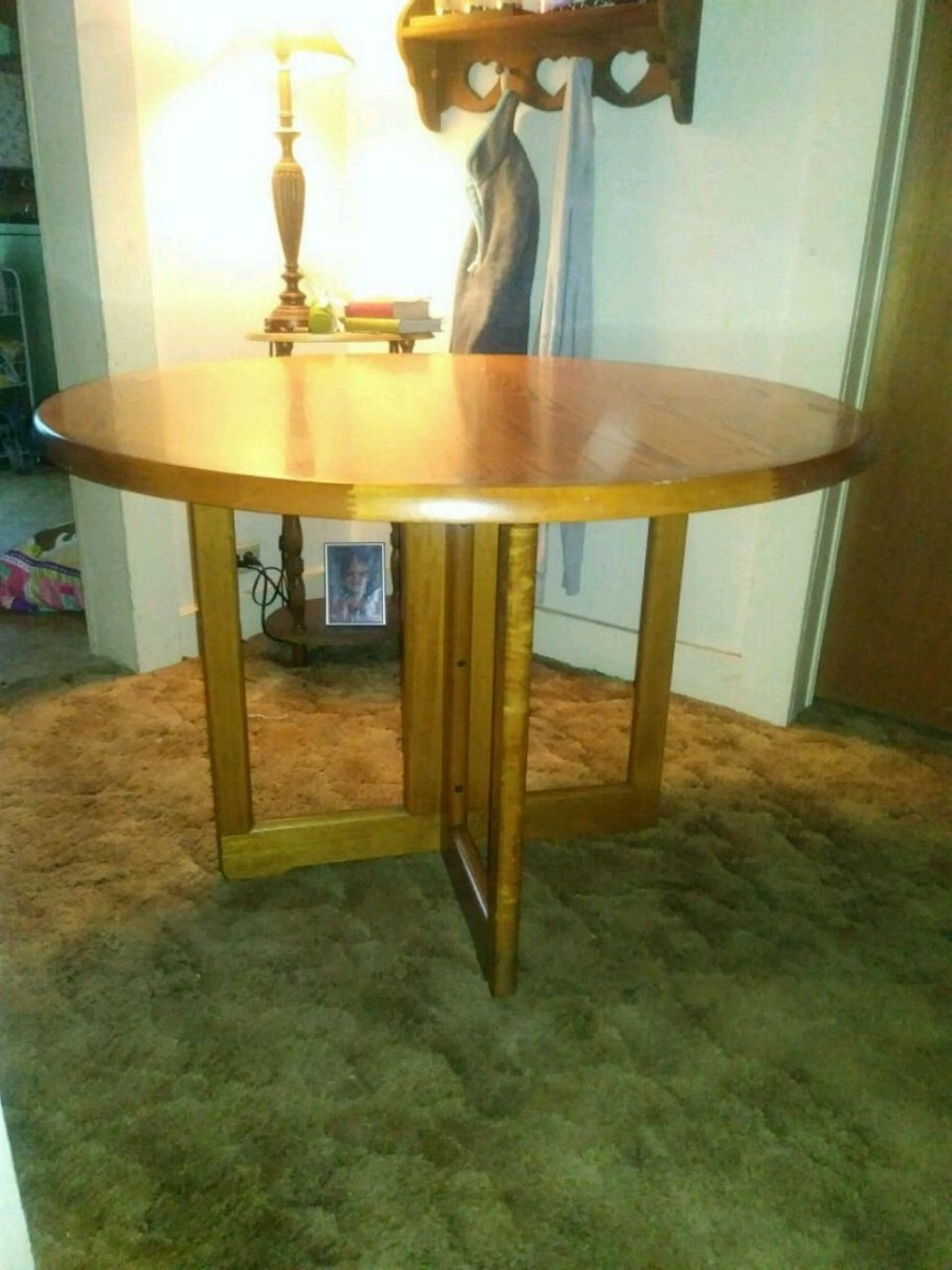 used round brown wooden table with white wooden base for sale in due rh tr letgo com