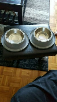 two round stainless steel pet bowls Longueuil, J4J 1G4