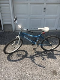 Blue and white cruiser bicycle Lutherville Timonium, 21093