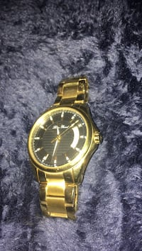 round gold analog watch with gold link bracelet Cambridge, N3H 5E6
