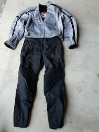 Womens size small motorcycle jacket and pants Fairmont, 26554
