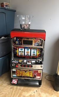 Arcade / slot machine with Coins