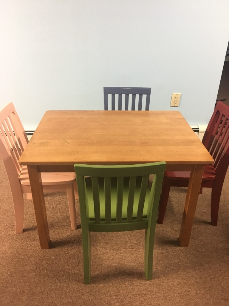 used pottery barn kids table with 4 chairs great for arts and rh gb letgo com