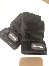 Men workout gloves for weights (brand new/Size M) Richmond, V7C 0A7
