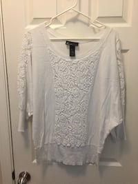 Women's 18/20 - White w/Lace accent Sweater & Peekaboo Lace shoulders