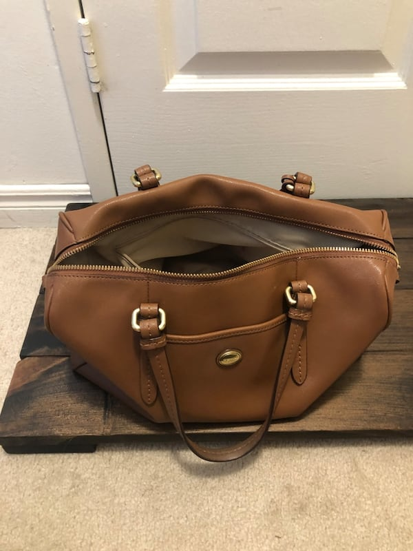 Brown Coach Purse 065a46f2-91cd-472d-b898-fab292582637