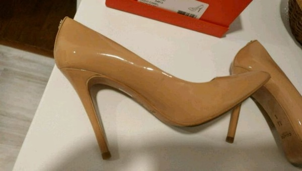 Coach nude pumps - sz 7.5