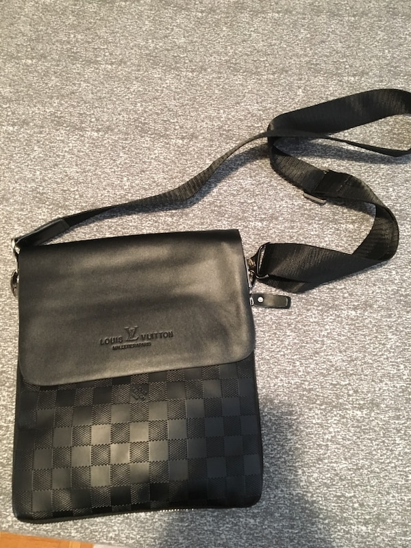 Used louis vuitton cross body bag for sale in Toronto - letgo c7860a4e7e829