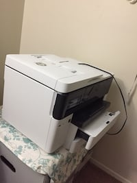 white and black HP desktop printer Kent, 44240