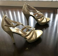 Gold sparkly heels size 8 Like new Tamarac, 33321