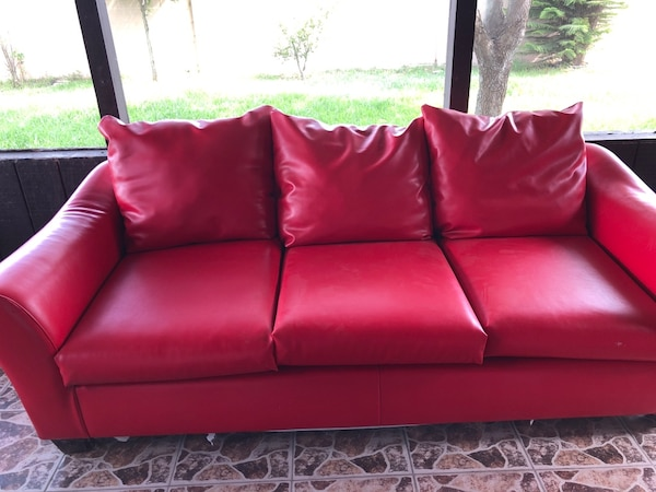 Used Red leather 2-seat sofa for sale in Weslaco - letgo