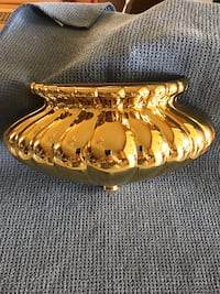 "Home Interiors and Gifts Brass Finish 10.5"" Wall Pocket. New Middletown, 19709"