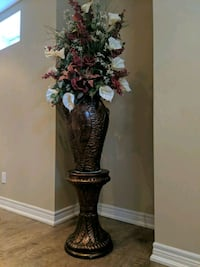 Gorgeous Flower Vase With Stand