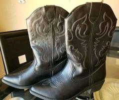Womens cowboy boots size 8.5 (brand new)
