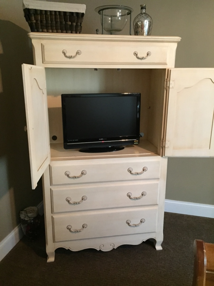 Used ethan allen country french bedroom set excellent condition in powell for Ethan allen country french bedroom