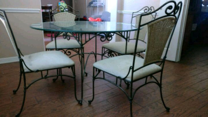 used glass table with four metal chairs for sale in allen letgo rh tr letgo com