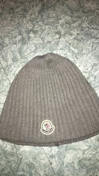 Moncler hat (Good condition) never been worn. Toronto, M3N 2R5