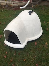 White and black pet carrier East Wenatchee, 98802