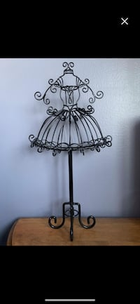 Black metal jewelry holder