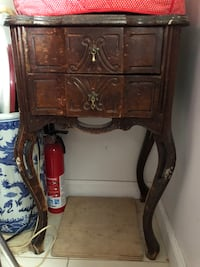 Ornate Queen Anne 2 drawer end table New York, 11426