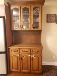 Solid wood (oak) hutch , in great condition Markham, L3T 0A4