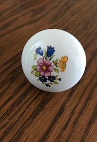 Door or cabinet knobs 11 total Albany, 97321
