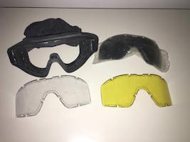 Goggles with replaceable lenses