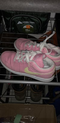 Youth 5.5 women's size 7 Nike pink Gilbertsville, 19525